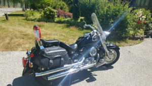 ONLY 10,000 KM ON IT  2003 yamaha v-star 1100 mint condition