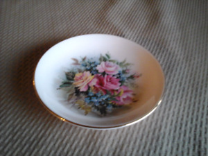 "FINE BONE CHINA PIN DISH 4 ""  ROYAL VALE, ENGLAND"