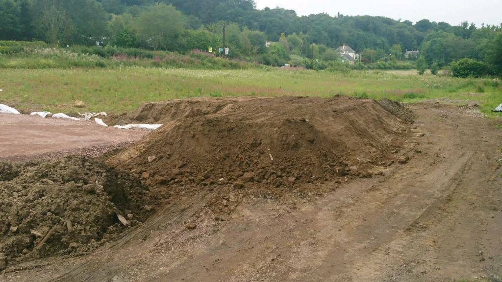 tonnes of mixed material Clay soil sand nice and dry