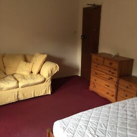 Large Comfortable Single Bedsitting Room In Fleet