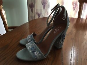 Brand New Ladies Shoes Size 9 Blue Embroidered