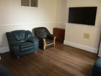 Lovely room available in student share house very close to FCH