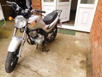 Sym 125 in silver, great learner bike