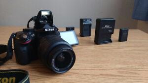 NIKON D5200 + 18-55 LENS & 2 BATTERY PACK + 16 GB SD