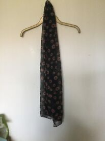 Flowery small scarf. Never used !