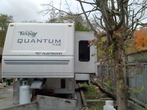 2005 FLEETWOOD TERRY QUANTUM AX6 385FQKS TRAILER