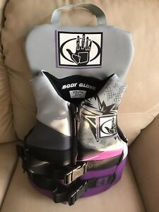 Youth size body glove life jacket - PENDING PICK UP