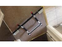Exercise bar/ pull up bar
