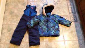 2T snow suit and hats