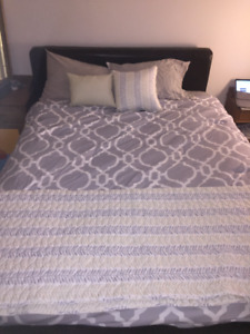 Queen Size bed with box and queen matress