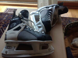 CCM Tacks youth size 6