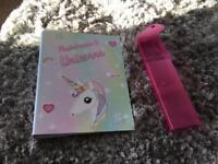 Unicorns binder / pencils