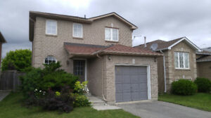 Beautiful detached home for rent in South Barrie !