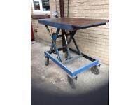 For sale hydraulic workbench on wheels