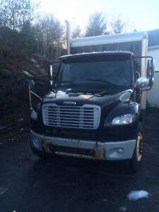 2009 freightliner m2 with lift gate