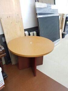 Round office table , table ronde de burreau