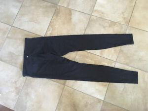 Lululemon Wunder Under pants size 6 never worn