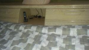 Lit king et tete de lit et basse de lit en chêne King