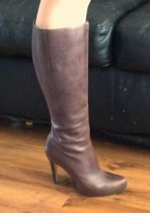 GUESS WOMENS BOOTS - Size 6