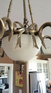 Gorgeous quality dining room light fixture. Six lights