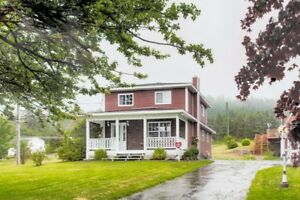 Stunning Renovated Saltbox in Beautiful Colliers