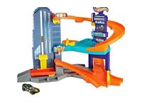Hot Wheels features multiple levels of push-around play.