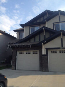 Beautiful 2-Storey 3 BR duplex in Rutherford Community for Rent