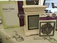 Brand New Scentsy Cream Gallery Warmer and Frame