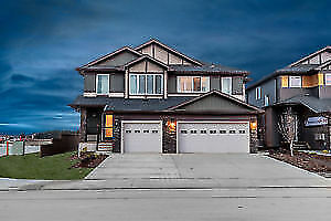 LOW BIWEEKLY PMTS! STUNNING DUPLEX IN POPULAR SHERWOOD PARK!