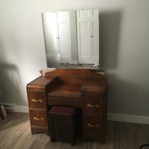 Antique Waterfall Bedroom Set