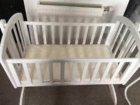 Swinging crib only £25