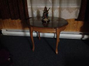 2 TABLES DE SALON AVEC VITRE 60.$ Ch. arvida   581 490 1146