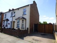 3 Bed House on a large plot with land on the side - Luton - Close to Leagrave Station