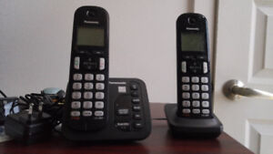 Cordless Panasonic phone with two handsets and answering machine
