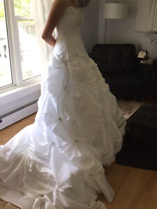 Alfred Angelo Wedding dress for sale! $450