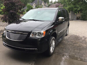 2015 Chrysler Town & Country Limitée Fourgonnette, fourgon