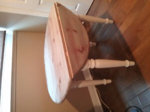 Shabby chic  42 in.solid pine table