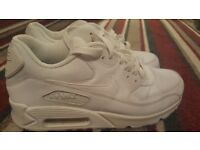 White nike air trainers size 7