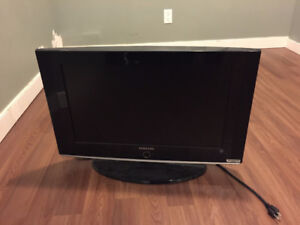 """32"""" Samsung LCD TV - Comes with wall mount equipment"""