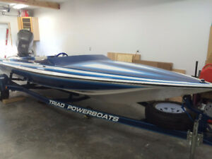Beautiful Triad V21 Speedboat - Capable of 100 mph
