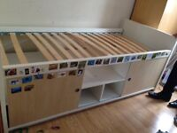 MIDI bed with storage
