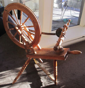 Decorative Canadiana Antique Spinning Wheel