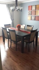 Quality Dining Room Table & Six Chairs