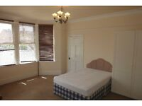 Large double room in shared house of professionals