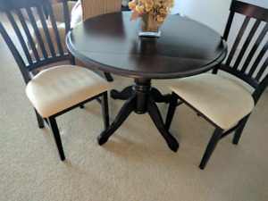 Like New Dinning table with 2 chairs