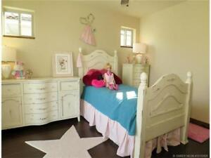 KIDS/GIRLS 5 PIECES BEDROOM SUITE