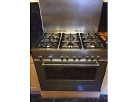 6 burner De Longhi cooker with spacious oven/grill