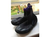 Child's wetsuit boots size 12/13