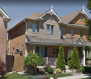 Aurora Home 4RENT 3 Bedroom Hollandview Trail & McMaster Ave