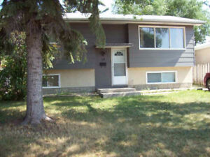 Mount Royal - 14 Straub Crescent - Many Upgrades! - $279,900